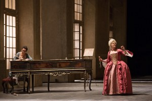 Prove de Le nozze di Figaro_da sin R.Feola(Susanna),E.Buratto(Contessa)©Yasuko Kageyama-Opera Roma2014-15_2086